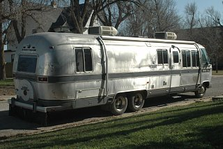 Click image for larger version  Name:Airstreamandcats028.jpg Views:101 Size:182.1 KB ID:123251