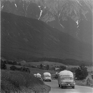 Click image for larger version  Name:Airstreams in Europe 3.jpg Views:156 Size:36.9 KB ID:124065
