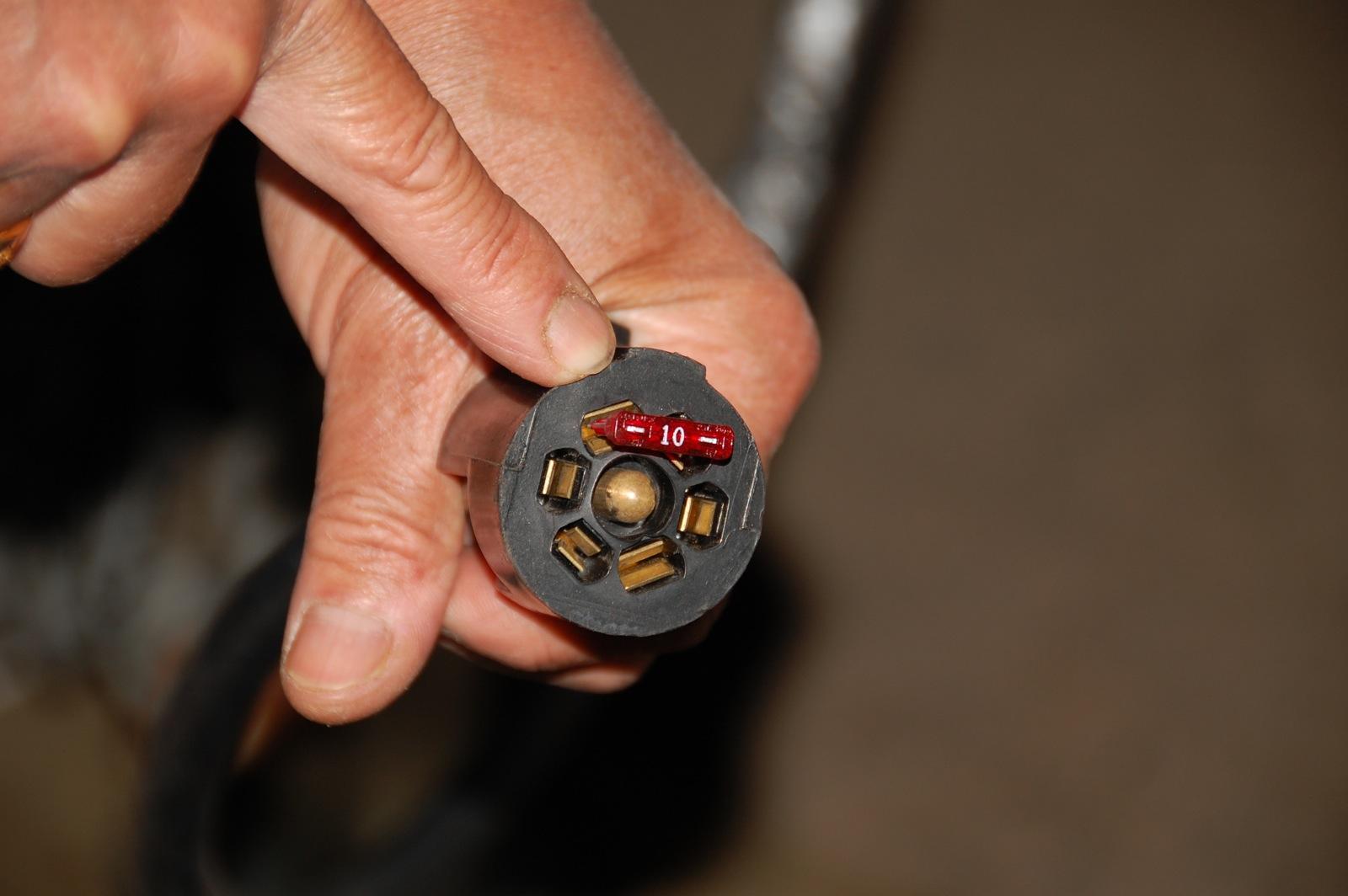 Click image for larger version  Name:DSC_0196 10-amp blade fuse.jpg Views:206 Size:221.9 KB ID:126783