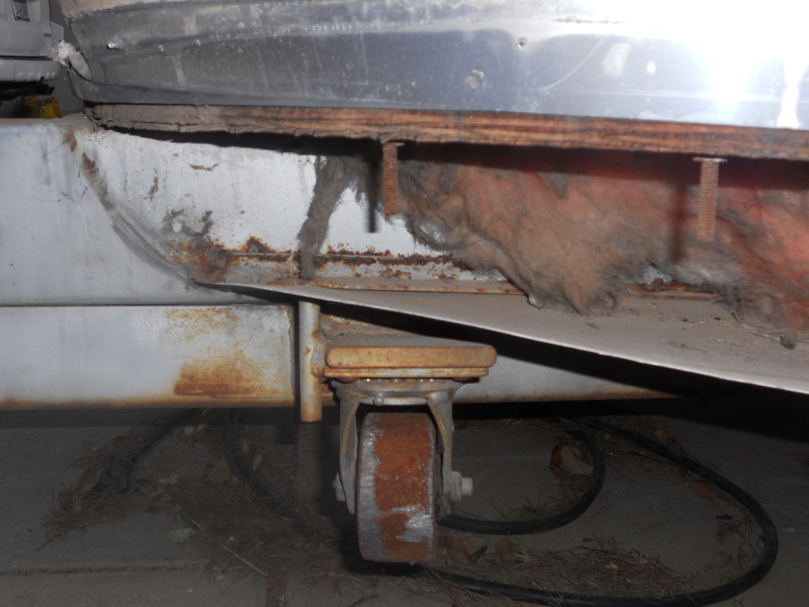 Click image for larger version  Name:77 Airstream Soverign rear end 004.jpg Views:368 Size:650.3 KB ID:128031