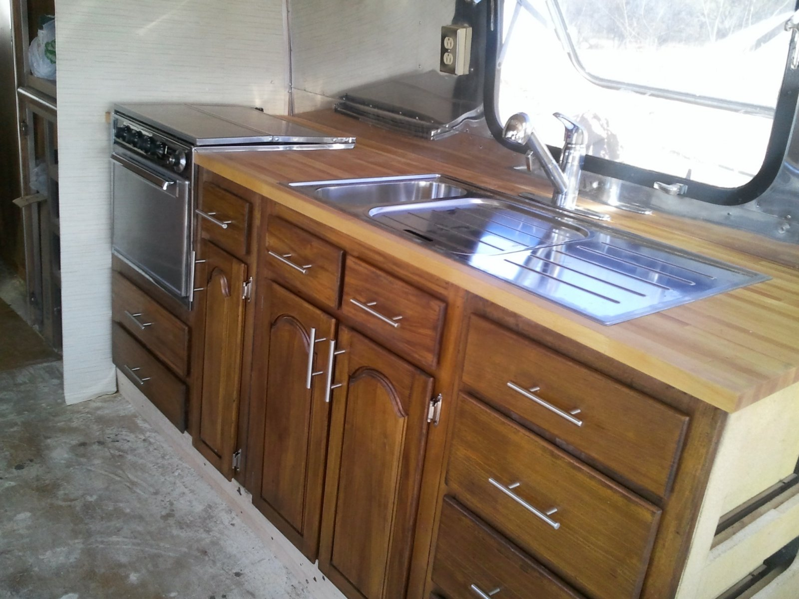 Click image for larger version  Name:83kitchen.jpg Views:208 Size:250.0 KB ID:128532