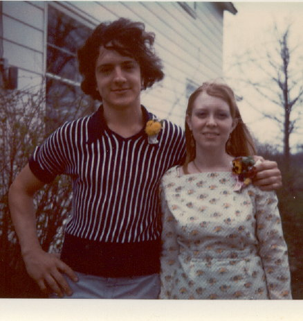 Click image for larger version  Name:Bob & Susie, late '72 or spring '73.jpg Views:95 Size:48.3 KB ID:13068