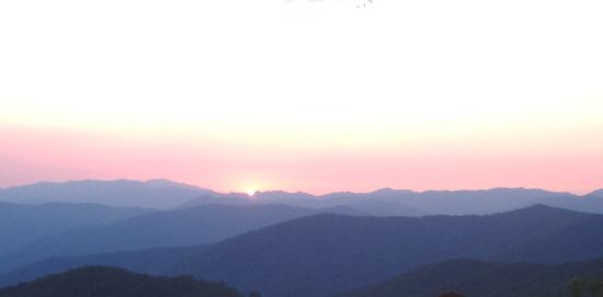 Click image for larger version  Name:great-smoky-mountains.jpg Views:149 Size:7.2 KB ID:131755