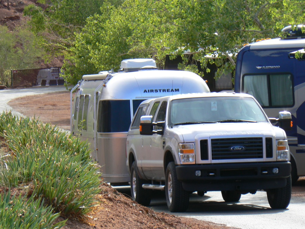 Click image for larger version  Name:camper leaving Monument Valley campground for upload.jpg Views:161 Size:262.5 KB ID:131907