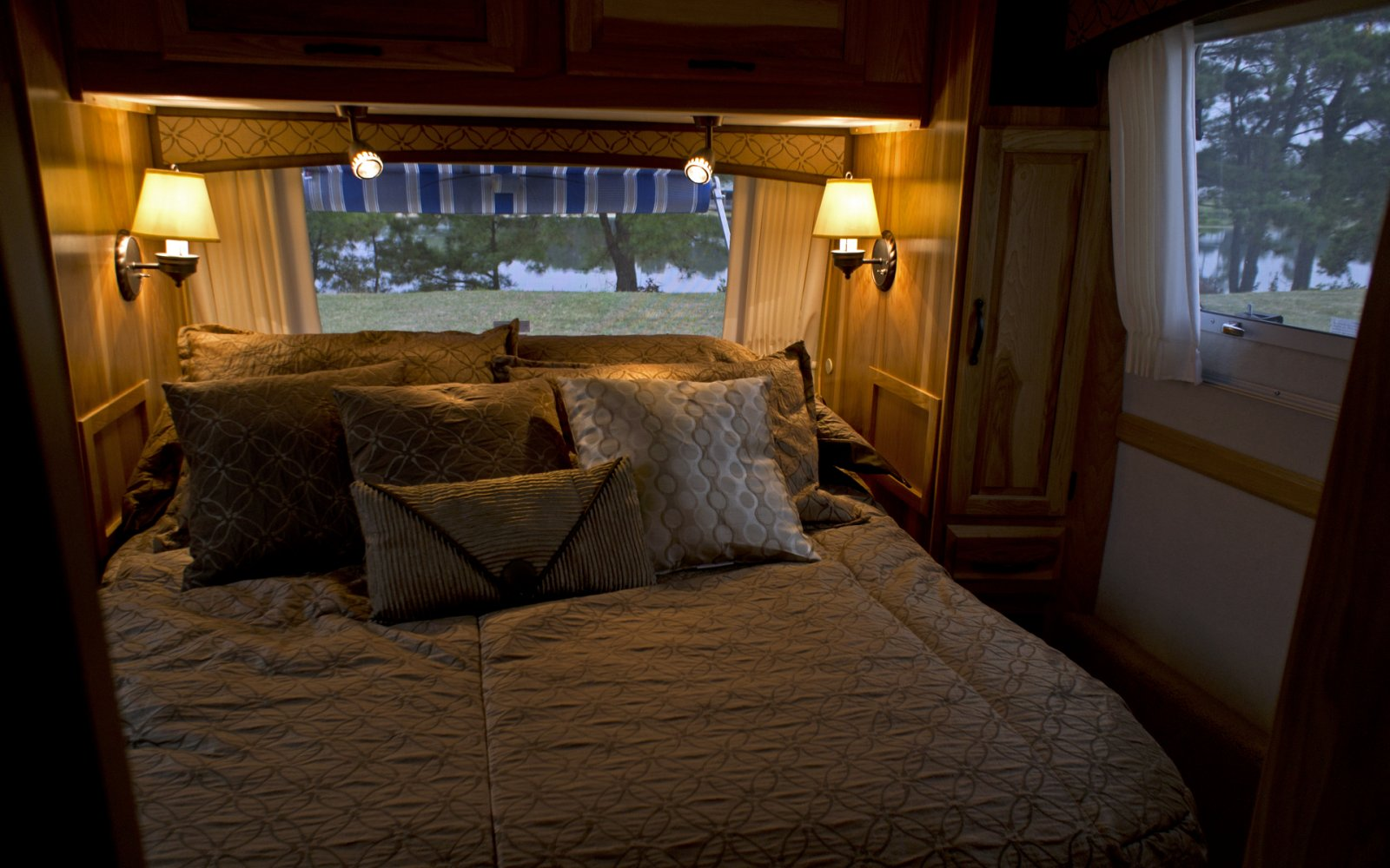 Click image for larger version  Name:11AirstreamClass301stTrip-9.jpg Views:105 Size:219.5 KB ID:132853