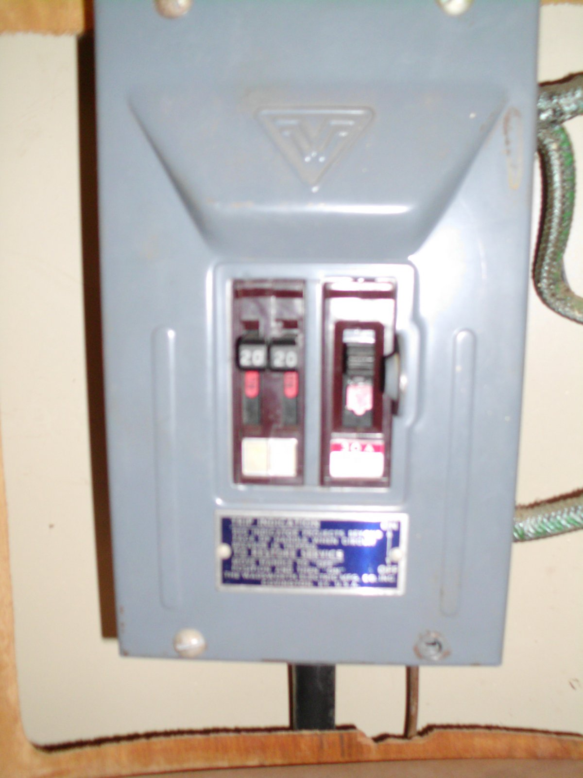 Click image for larger version  Name:breaker box.jpg Views:93 Size:152.3 KB ID:133914