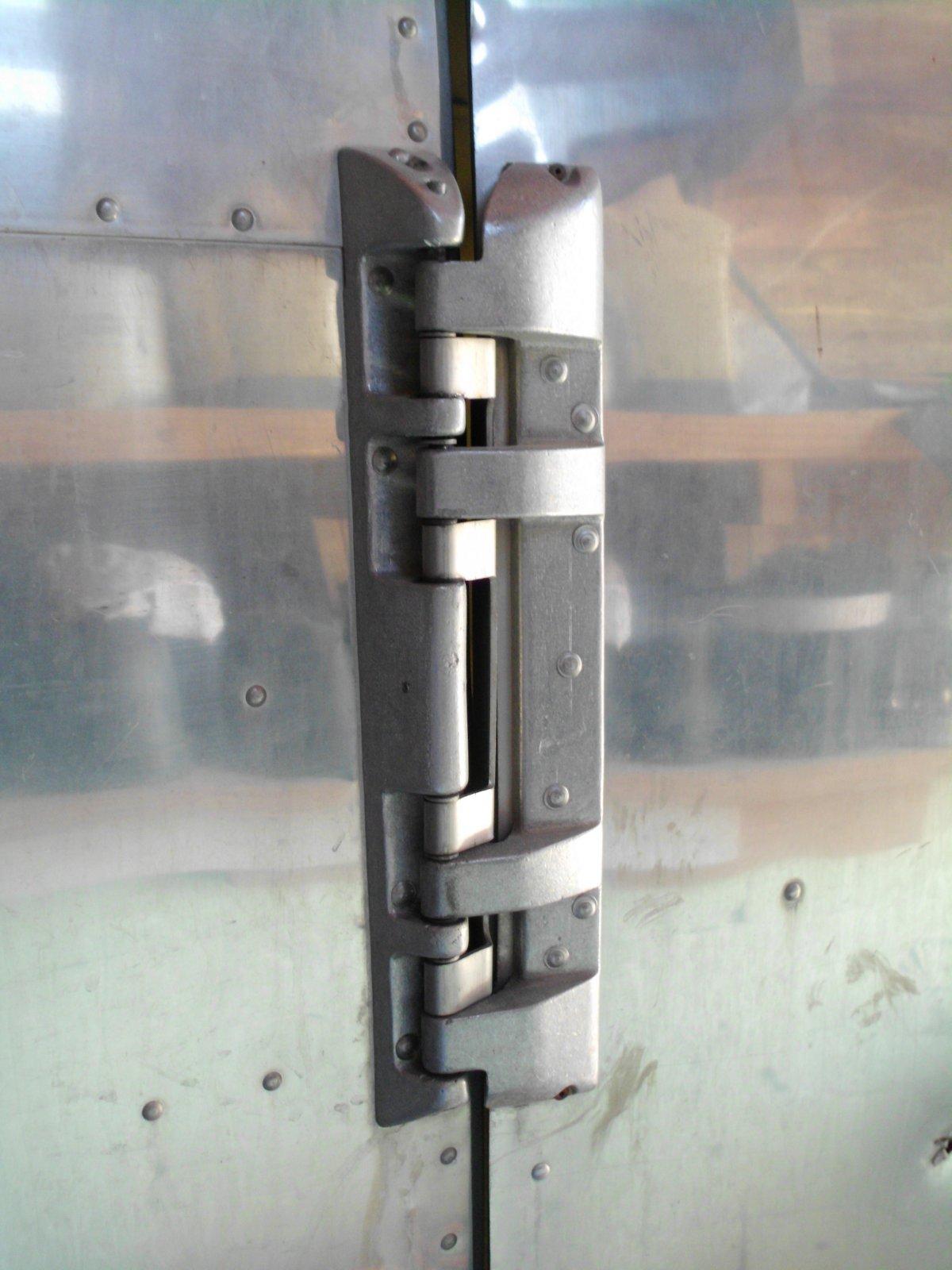 Click image for larger version  Name:door hinge.jpg Views:94 Size:188.0 KB ID:134000