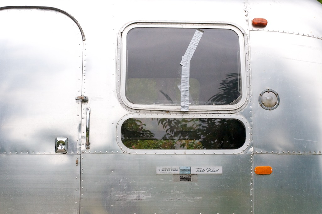 Click image for larger version  Name:airstreamwindows.jpg Views:74 Size:119.9 KB ID:134500