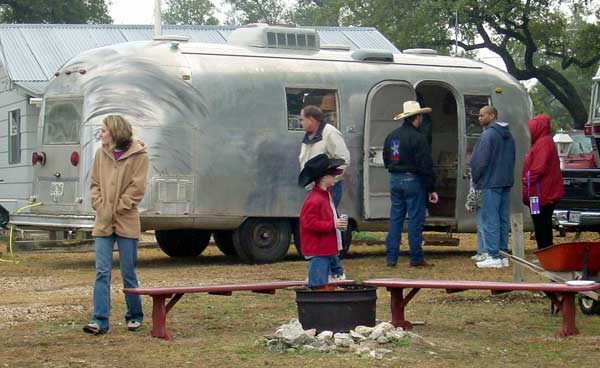 Click image for larger version  Name:grandma\'s trailer.jpg Views:336 Size:38.0 KB ID:1368