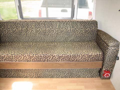 Click image for larger version  Name:couch2.jpg Views:95 Size:66.6 KB ID:13747
