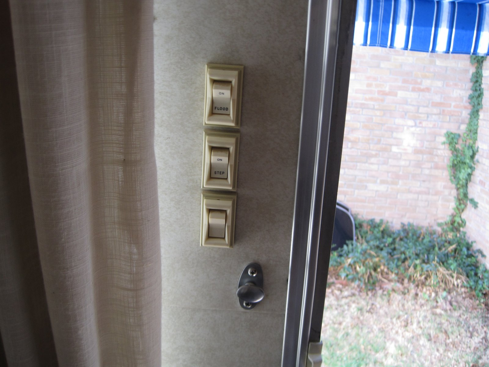 Click image for larger version  Name:Airstream Switches.jpg Views:78 Size:239.8 KB ID:138368