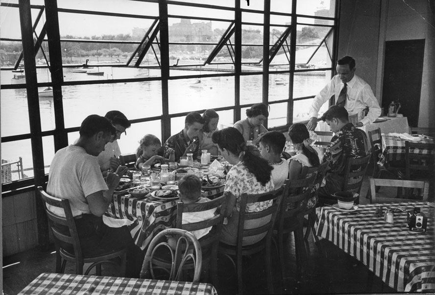 Click image for larger version  Name:The Crew Enjoying Lunch At The Columbia Yacht Club In 1952 Photo By Life Magazine.jpg Views:87 Size:119.8 KB ID:138793