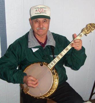Click image for larger version  Name:banjoman.jpg Views:251 Size:26.7 KB ID:1393