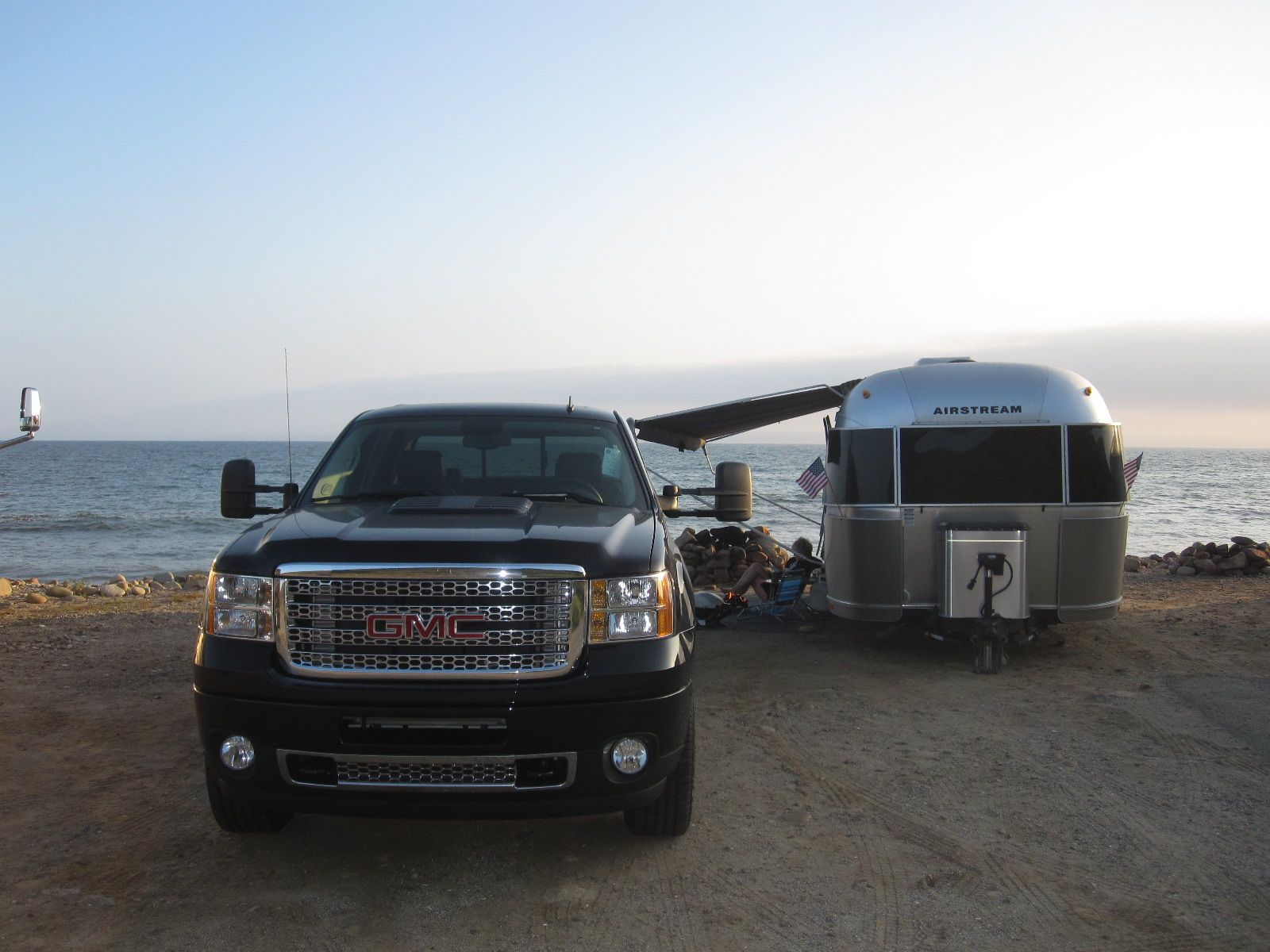 Click image for larger version  Name:Denali and Airstream.jpg Views:140 Size:202.4 KB ID:140066