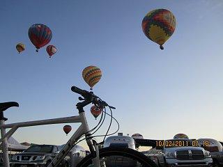 Click image for larger version  Name:Airstreams Balloons Bikes.JPG Views:68 Size:343.6 KB ID:142395
