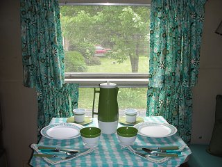 Click image for larger version  Name:airstreamcurtainskitchen.jpg Views:137 Size:343.3 KB ID:142901