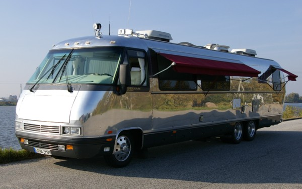 Click image for larger version  Name:Airstream_Motorhome_for_rent_a.jpg Views:70 Size:50.9 KB ID:143637