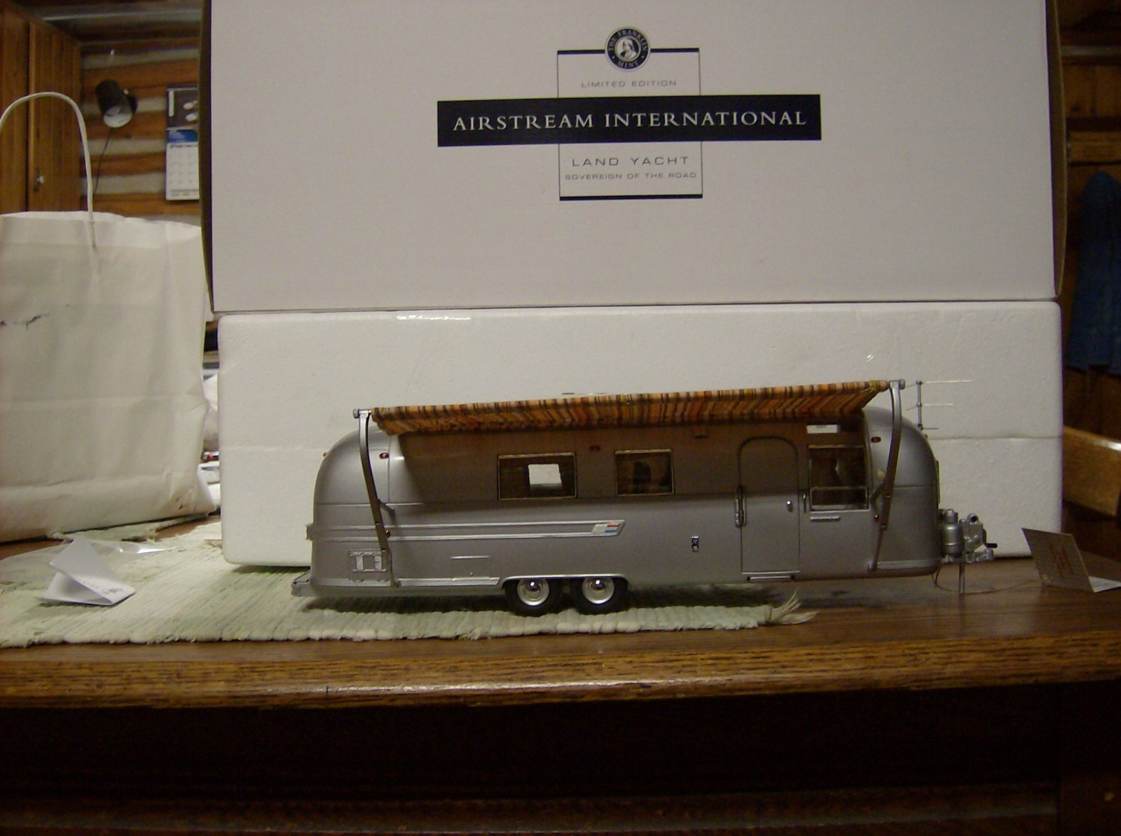 Click image for larger version  Name:Franklin Mint Airstream 001.jpg Views:265 Size:215.5 KB ID:146156