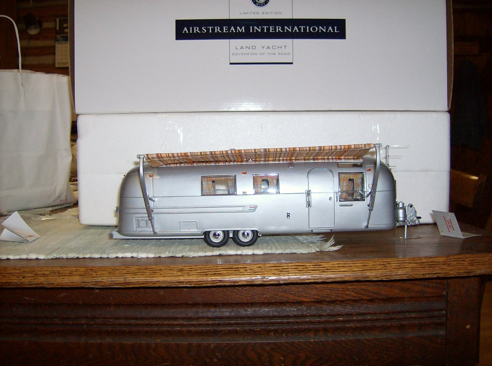 Click image for larger version  Name:Franklin Mint Airstream 002.jpg Views:293 Size:283.4 KB ID:146157