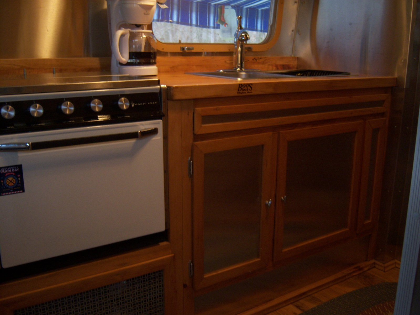 Click image for larger version  Name:Airstream Interior 004.jpg Views:117 Size:203.2 KB ID:146182