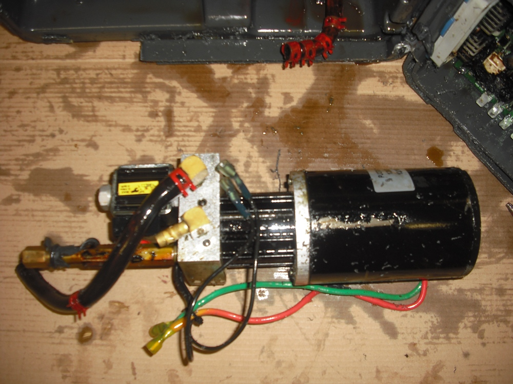 Click image for larger version  Name:Pump Assy 1.JPG Views:88 Size:335.9 KB ID:146483