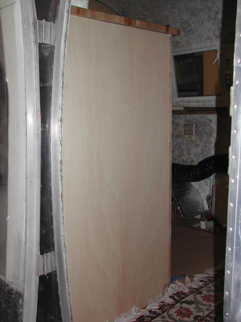Click image for larger version  Name:fridgethrdoor.jpg Views:133 Size:251.1 KB ID:14700