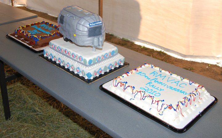 Click image for larger version  Name:Cake -1.jpg Views:85 Size:74.9 KB ID:147136