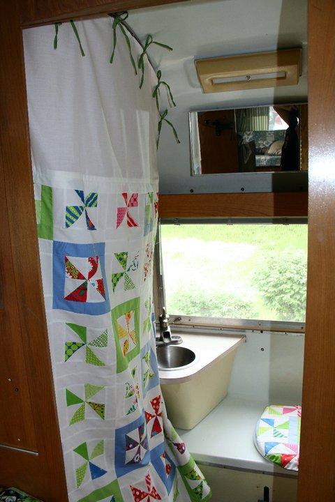 Click image for larger version  Name:belles bathroom.jpg Views:120 Size:67.1 KB ID:147982