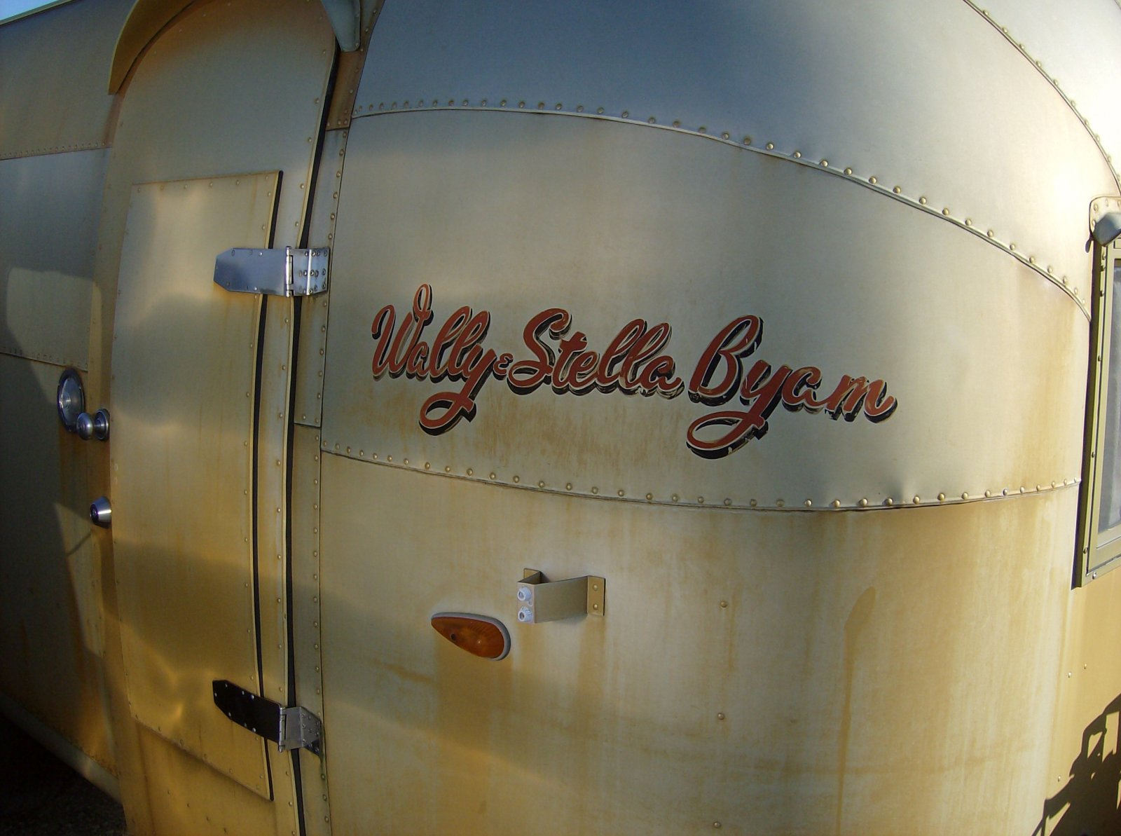 Click image for larger version  Name:Wally's Gold Trailer 1.jpg Views:80 Size:210.0 KB ID:148006