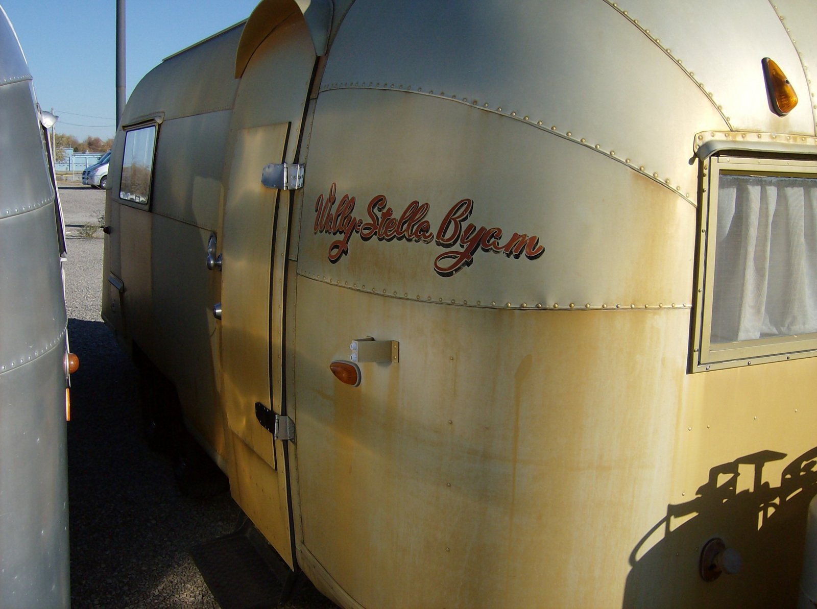 Click image for larger version  Name:Wally's Gold Trailer 2.jpg Views:84 Size:223.5 KB ID:148007