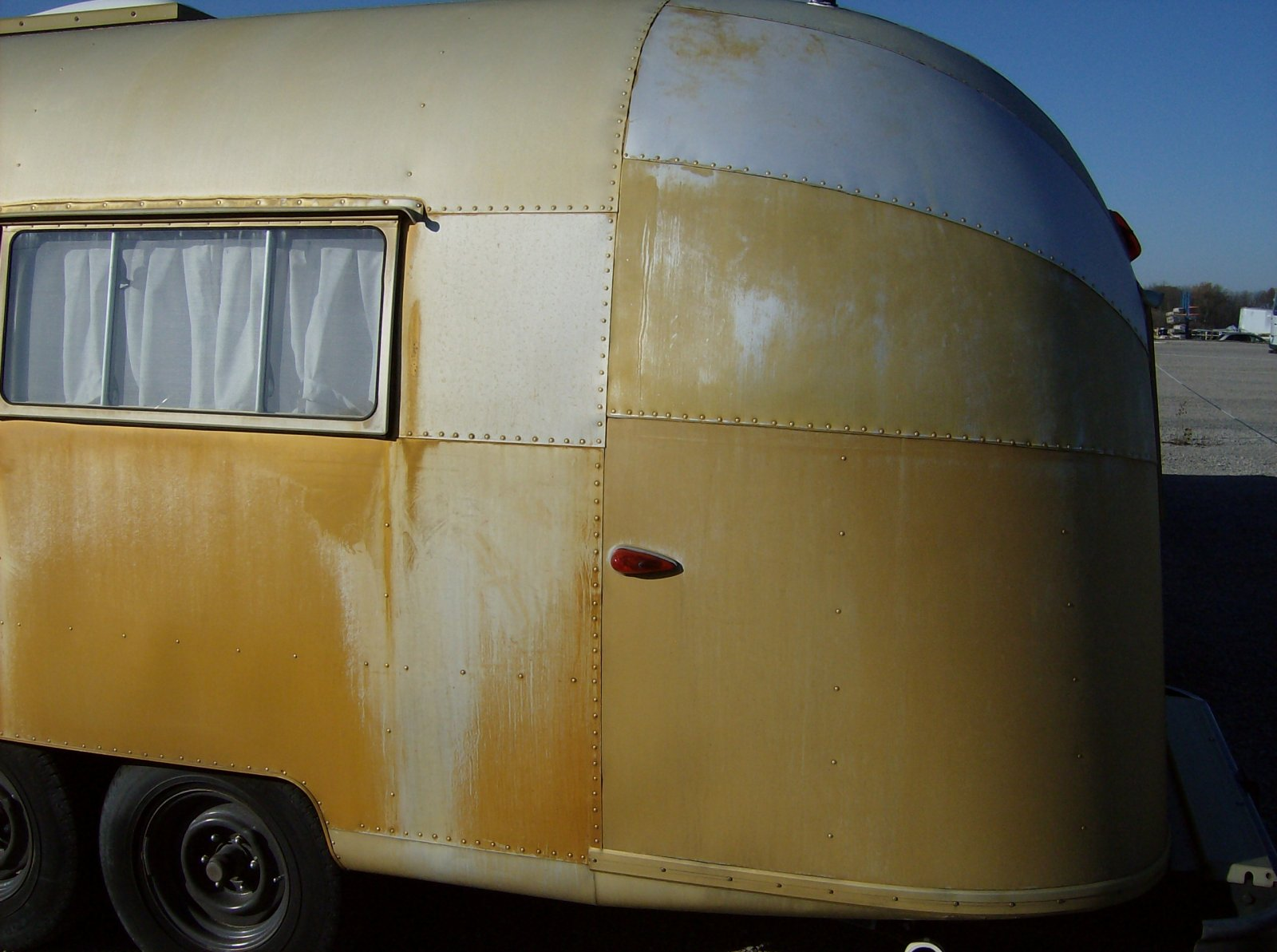 Click image for larger version  Name:Wally's Gold Trailer 7.jpg Views:96 Size:208.4 KB ID:148012