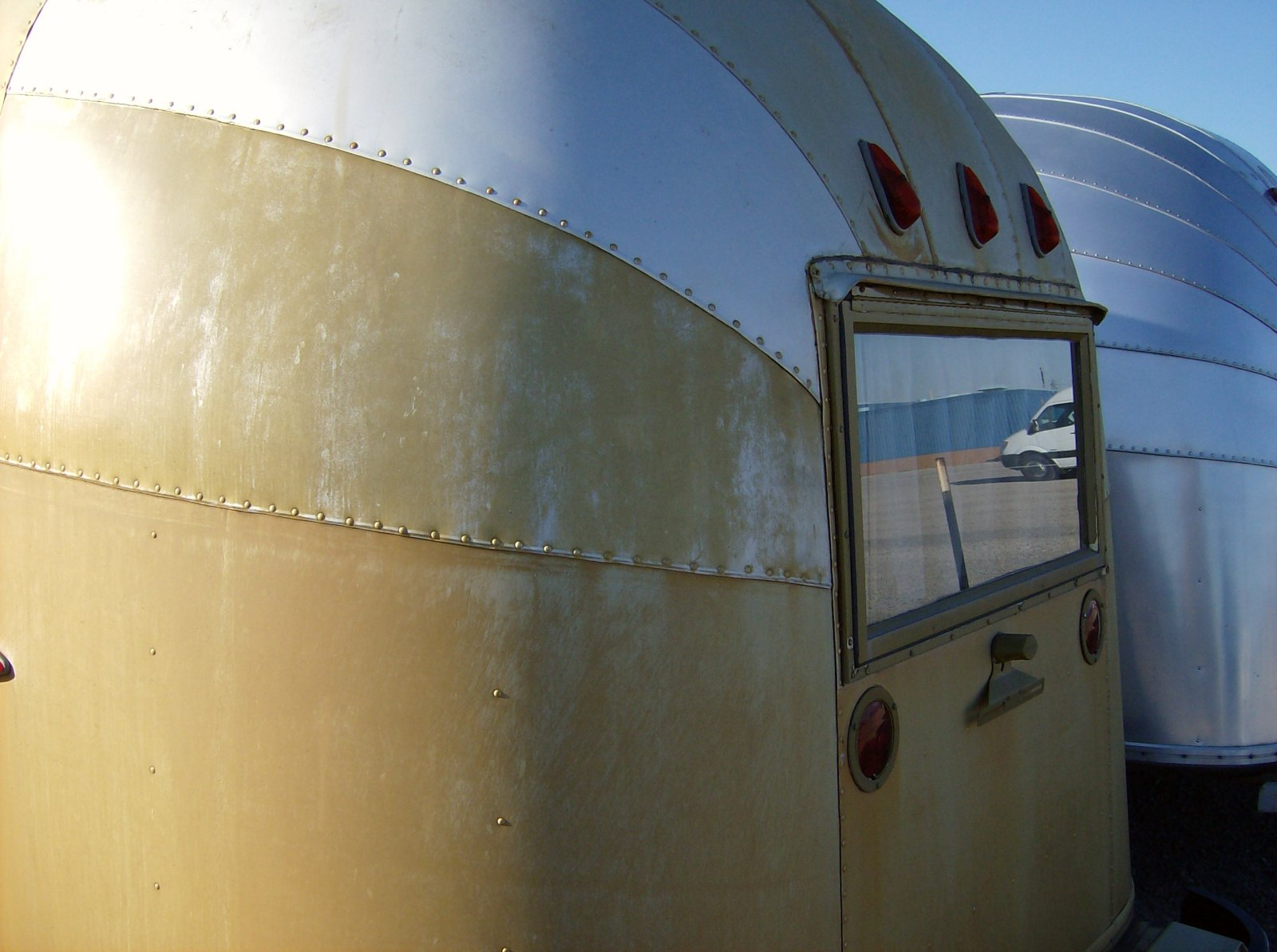 Click image for larger version  Name:Wally's Gold Trailer 8.jpg Views:91 Size:210.0 KB ID:148013