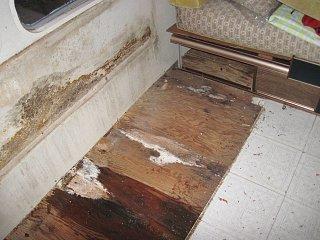 Click image for larger version  Name:floor leak 1.jpg Views:142 Size:322.2 KB ID:148062