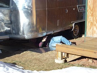 Click image for larger version  Name:P1000727 under the Airstream-s.jpg Views:142 Size:118.7 KB ID:148449