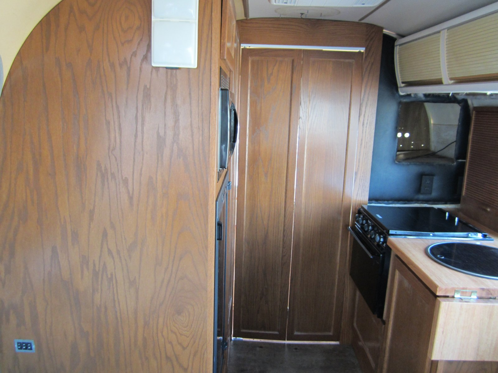 Click image for larger version  Name:'75 Argosy Motorhome 102.jpg Views:139 Size:242.7 KB ID:149265