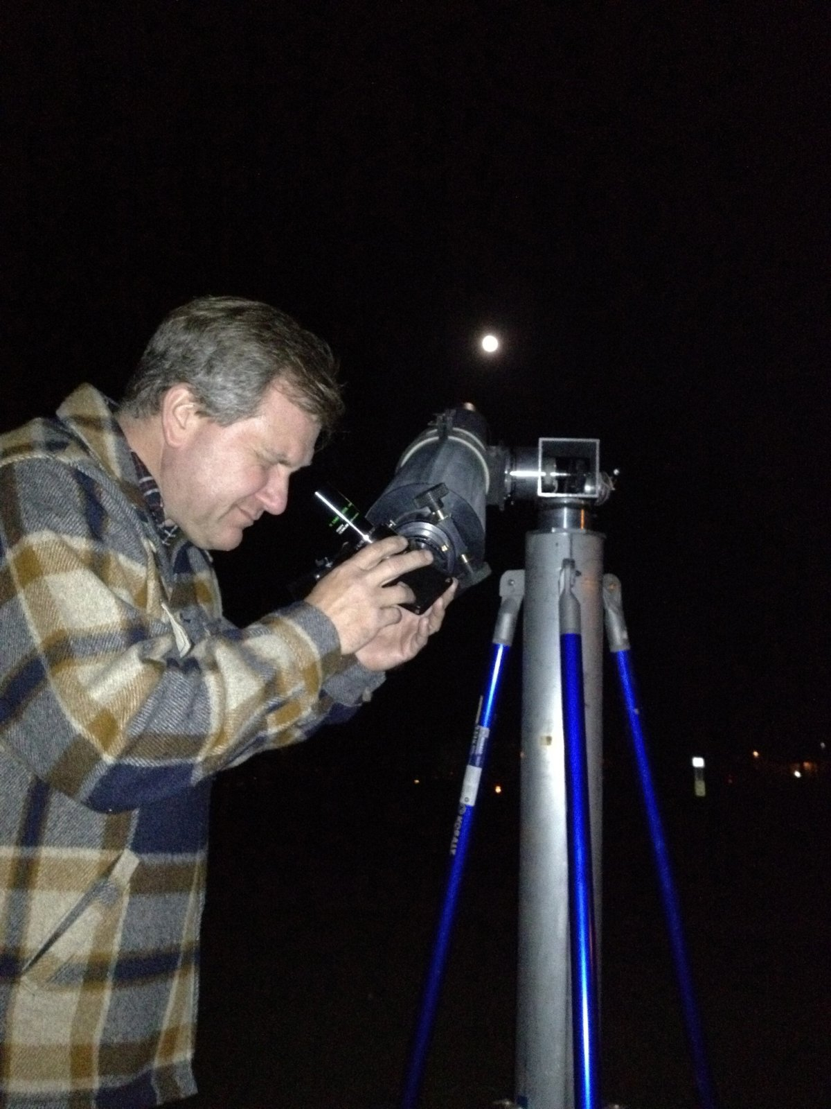 Click image for larger version  Name:Mike checking out Jupiter.jpg Views:52 Size:257.9 KB ID:149833