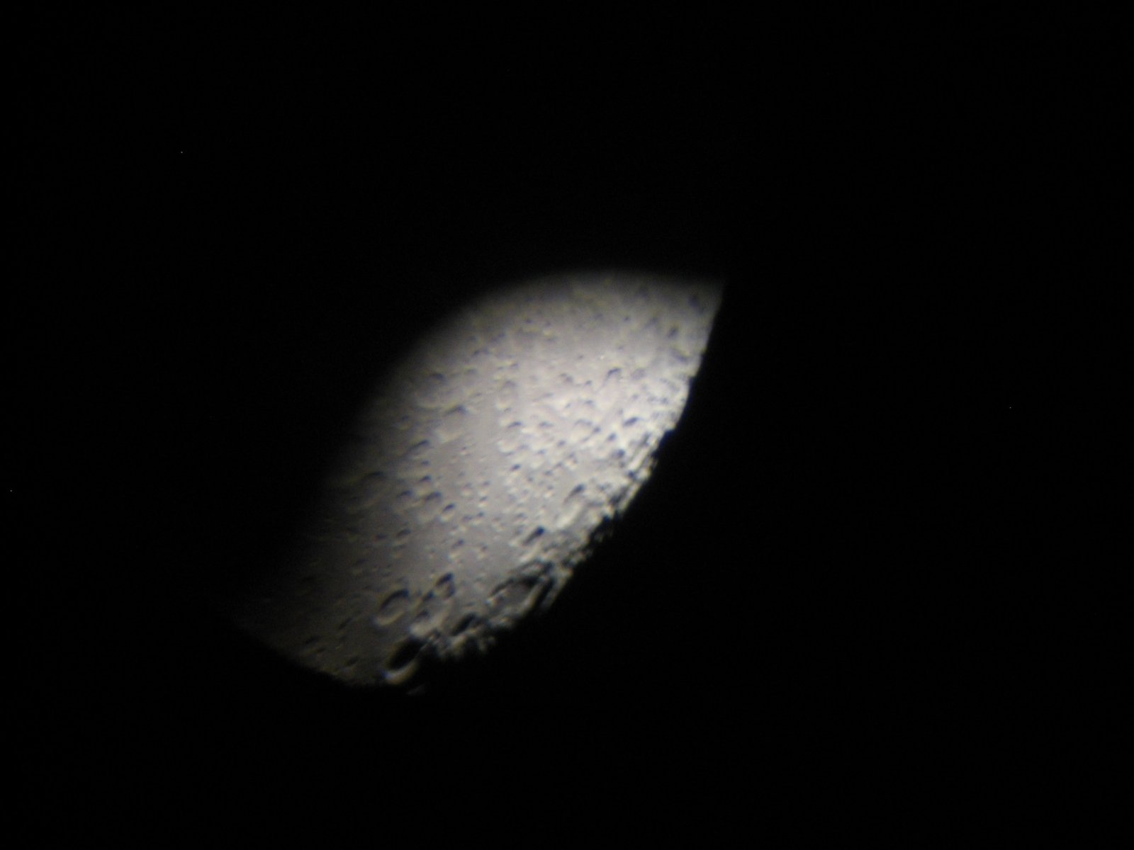 Click image for larger version  Name:Moon through telepscope 2.jpg Views:51 Size:71.7 KB ID:149834