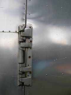 Click image for larger version  Name:airstream door and bumper 006.jpg Views:254 Size:151.9 KB ID:150872
