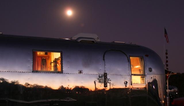 Click image for larger version  Name:Moonrise  Sunset.jpg Views:91 Size:96.8 KB ID:150878