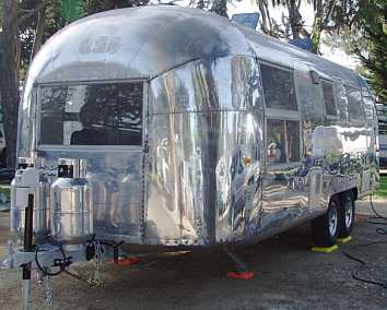 Click image for larger version  Name:Uwe airstream.jpg Views:83 Size:105.9 KB ID:15143