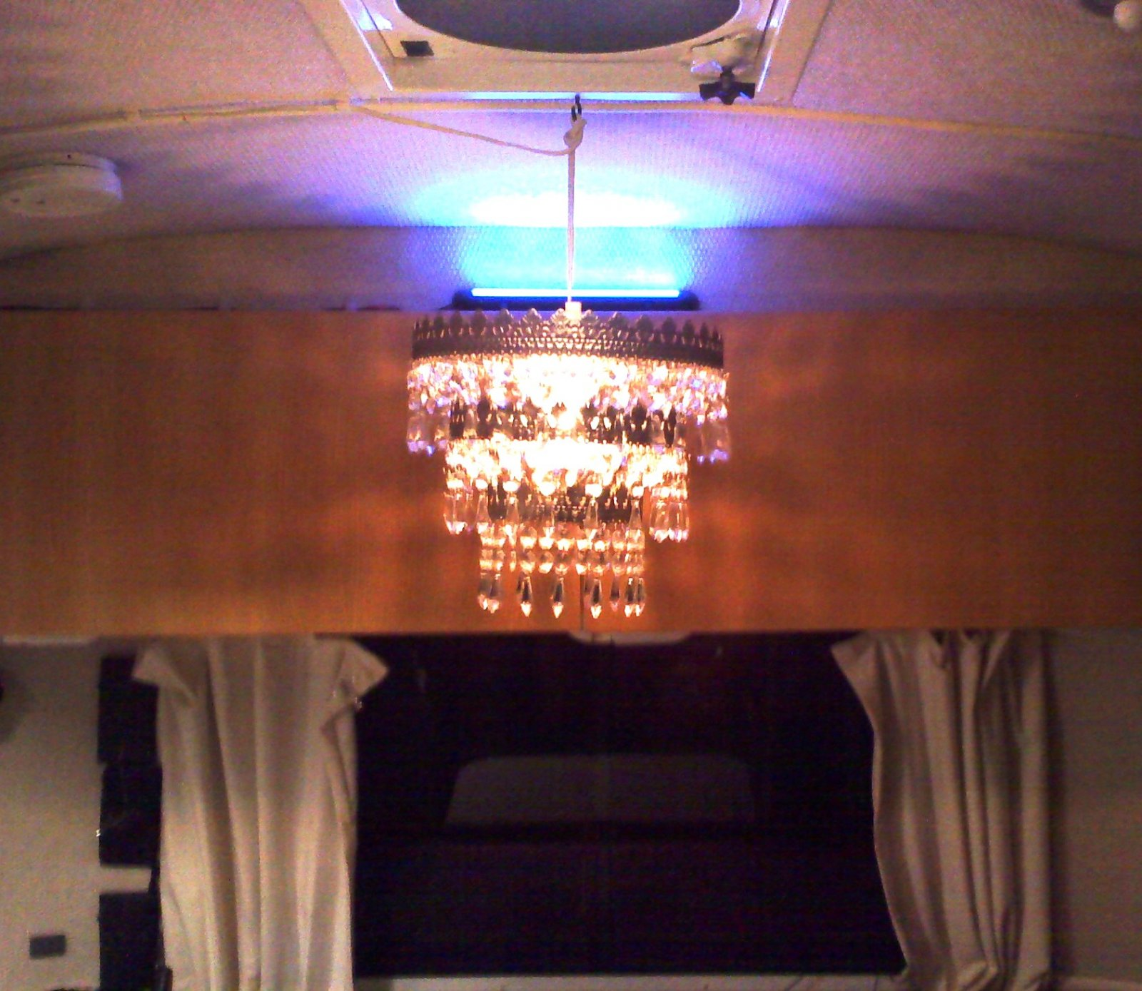 Click image for larger version  Name:Chandelier.jpg Views:108 Size:284.7 KB ID:151666
