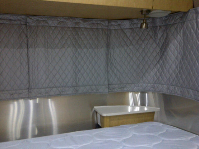 Click image for larger version  Name:curtains airstream right side Mar 3 2012.jpg Views:215 Size:40.7 KB ID:152451