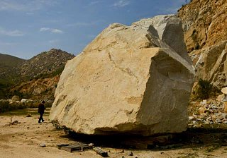 Click image for larger version  Name:Giant Rock..jpg Views:141 Size:33.2 KB ID:152725