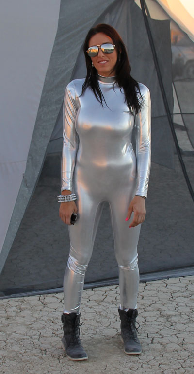 Click image for larger version  Name:IMG_0775 silver suit-s.jpg Views:80 Size:90.1 KB ID:153204