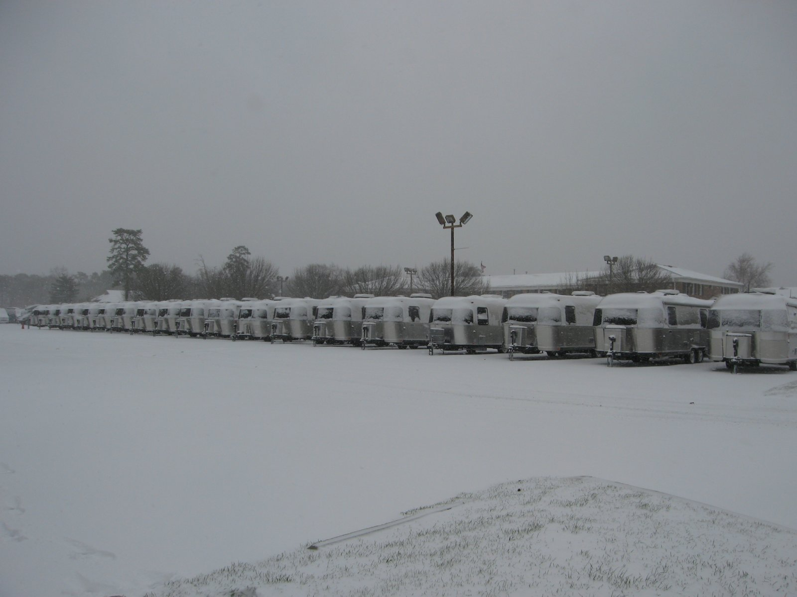 Click image for larger version  Name:snow 001.jpg Views:157 Size:143.8 KB ID:154865