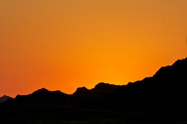 Click image for larger version  Name:Sunset, Badlands NP.jpeg Views:57 Size:27.3 KB ID:155007