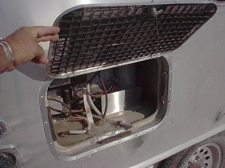 Click image for larger version  Name:Airstream refer wind blast deflector and screen..JPG Views:78 Size:688.9 KB ID:156127
