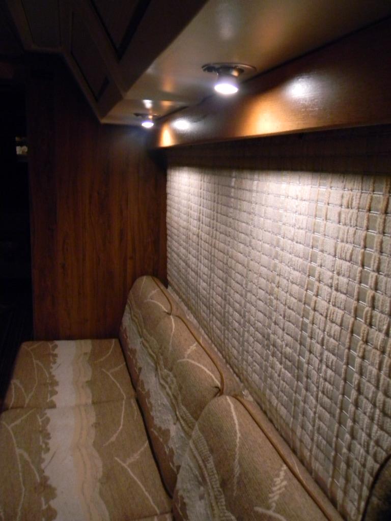 Click image for larger version  Name:Passenger bench.jpg Views:89 Size:193.6 KB ID:156225