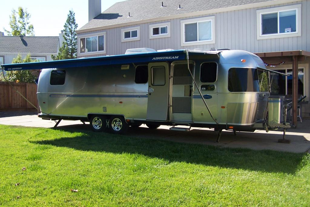 Click image for larger version  Name:airstream in backyard.jpg Views:64 Size:133.7 KB ID:161627