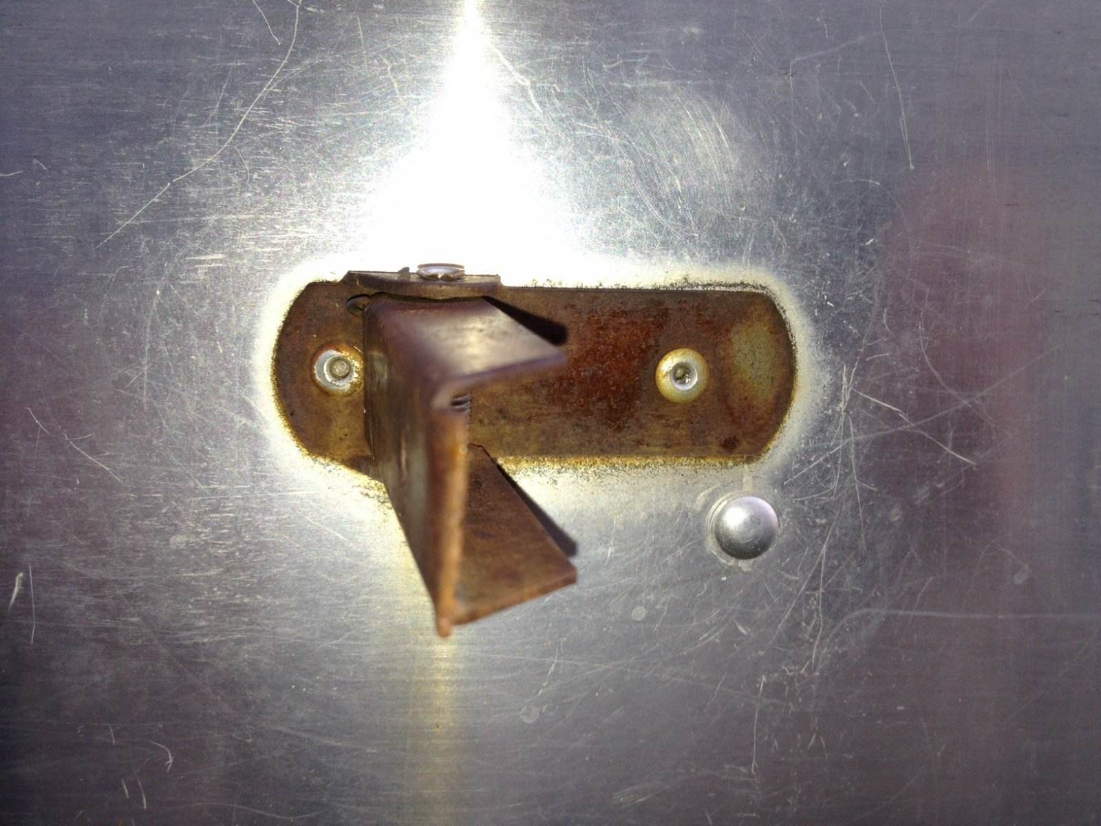 Click image for larger version  Name:door catch rivet.jpg Views:95 Size:313.2 KB ID:164285